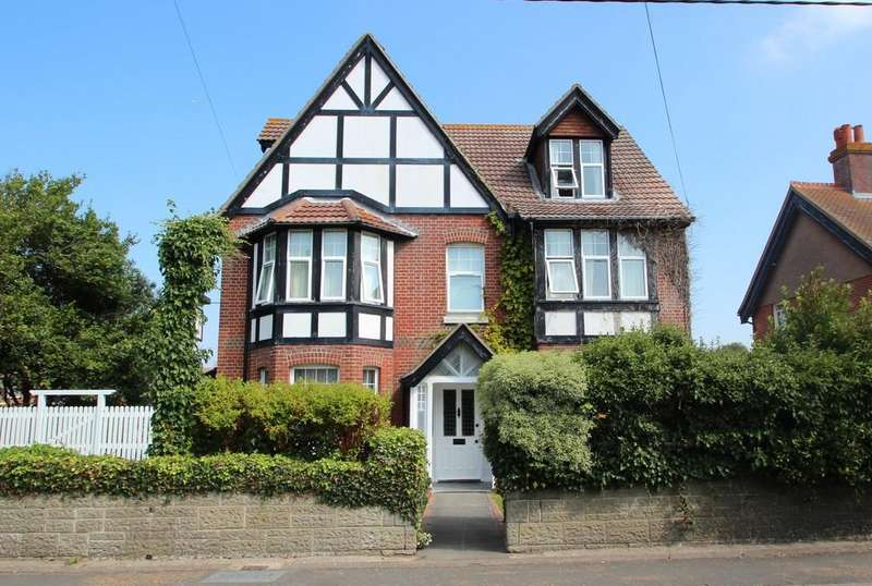 8 Bedrooms Detached House for sale in Totland Bay