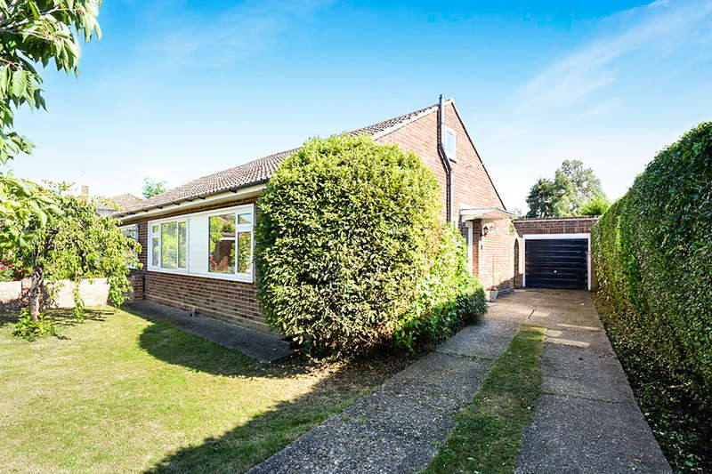 2 Bedrooms Semi Detached Bungalow for sale in Bluefield Close, Hampton, TW12