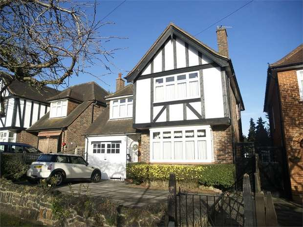 4 Bedrooms Detached House for sale in Elmcroft Drive, Chessington