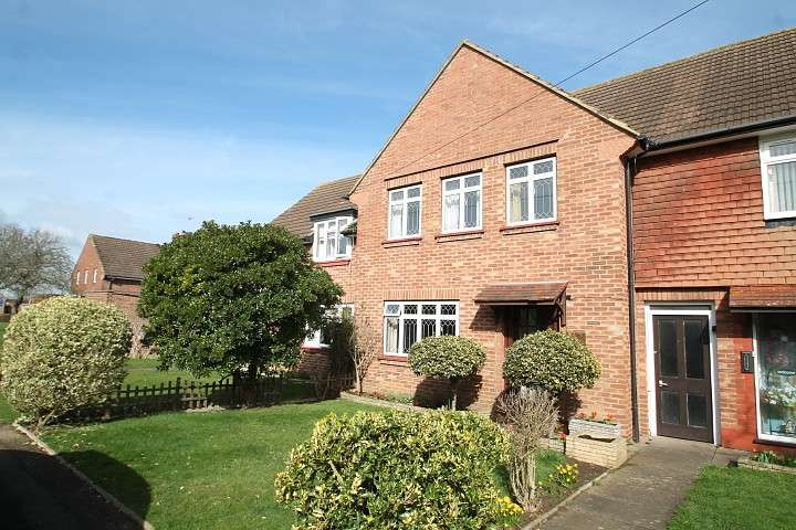 3 Bedrooms Terraced House for sale in Elizabeth Avenue, Laleham, TW18