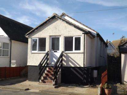 2 Bedrooms Bungalow for sale in Jaywick, Essex
