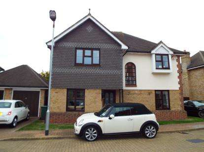4 Bedrooms Detached House for sale in Barkingside, Essex