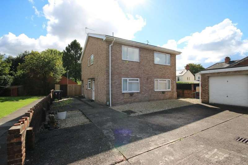 2 Bedrooms Flat for sale in St Mellons Court, Park Lane, Whitchurch, Cardiff