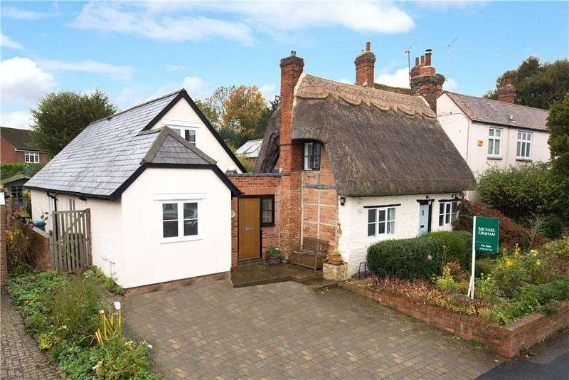 4 Bedrooms Detached House for sale in Main Street, Maids Moreton, Buckinghamshire