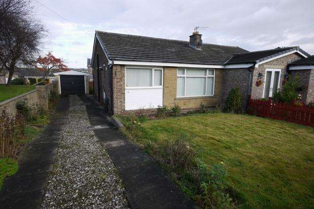 2 Bedrooms Semi Detached Bungalow for sale in Wherwell Road Brighouse