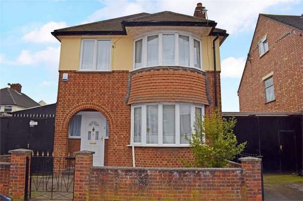 3 Bedrooms Detached House for sale in Kennedy Road, Bedford