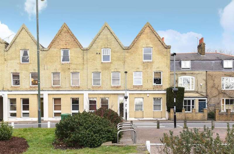 3 Bedrooms Flat for sale in Sheen Lane, Mortlake