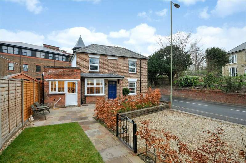 2 Bedrooms Detached House for sale in Winchester Road, Basingstoke, Hampshire, RG21