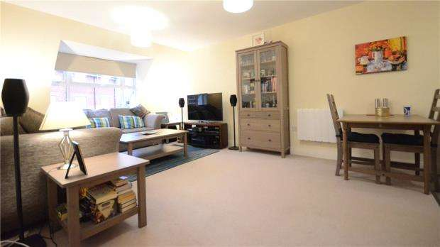 2 Bedrooms Apartment Flat for sale in Wilmott House, Ashville Way, Wokingham