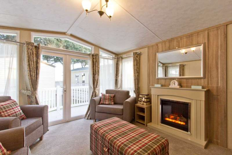 2 Bedrooms Caravan Mobile Home for sale in Mudeford, Christchurch, Dorset