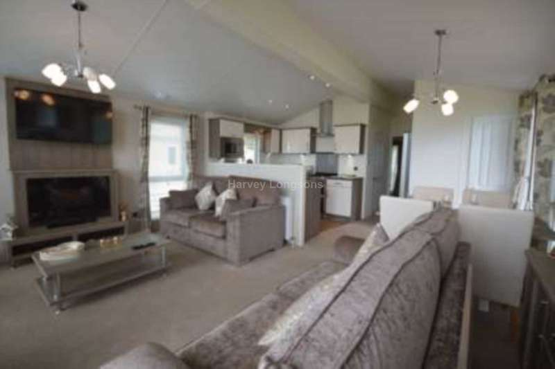 2 Bedrooms Lodge Character Property for sale in Mudeford, Christchurch