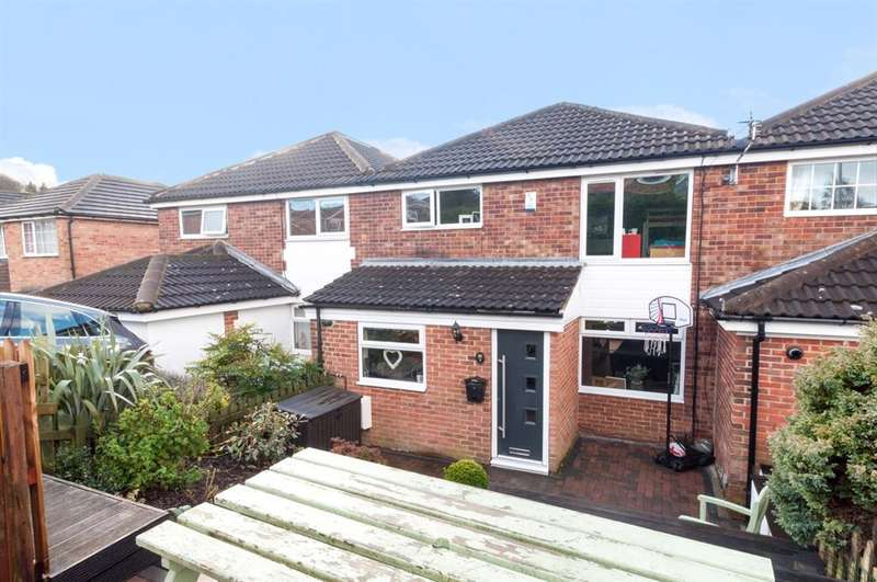 3 Bedrooms Terraced House for sale in Dale Park Gardens, Cookridge, LS16