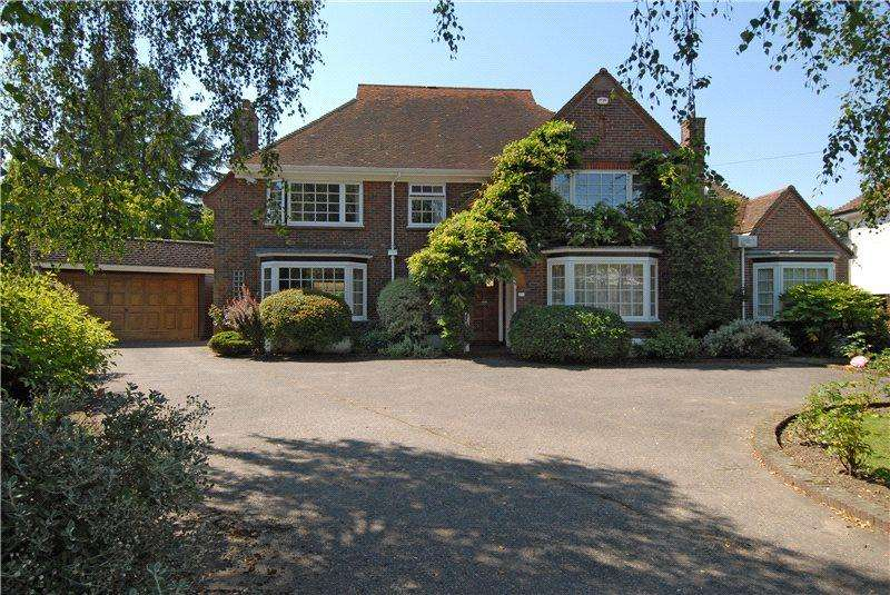 4 Bedrooms Detached House for sale in St Clare Road, Colchester, Essex, CO3