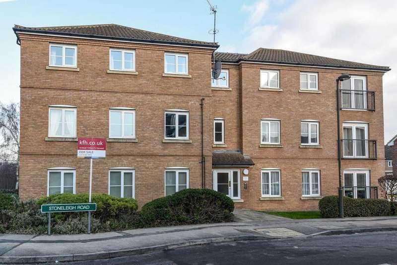 2 Bedrooms Flat for sale in Stoneleigh Road, Bromley, BR1