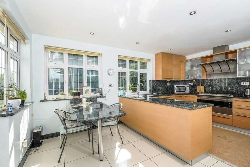 3 Bedrooms Detached House for sale in Friary Road, North Finchley, N12