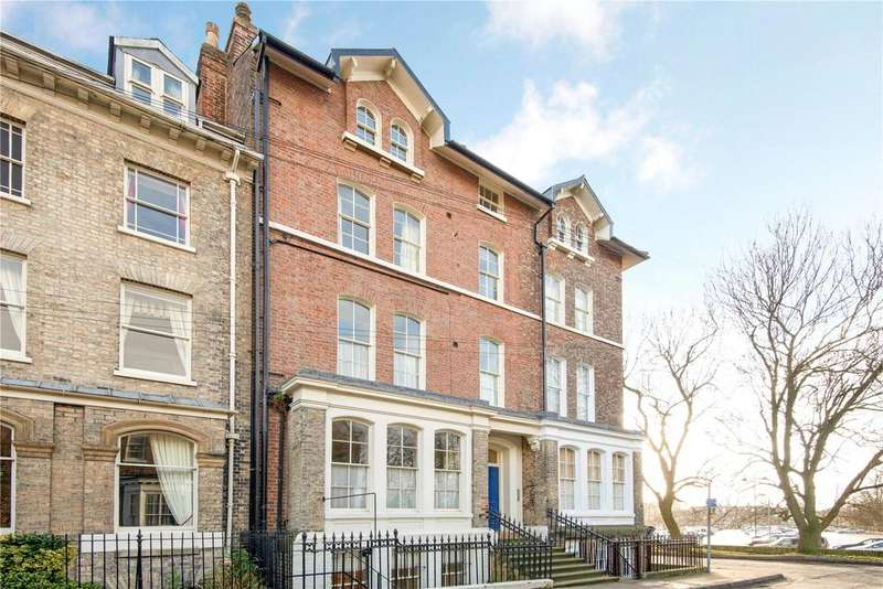 2 Bedrooms Flat for sale in St. Marys, York, YO30