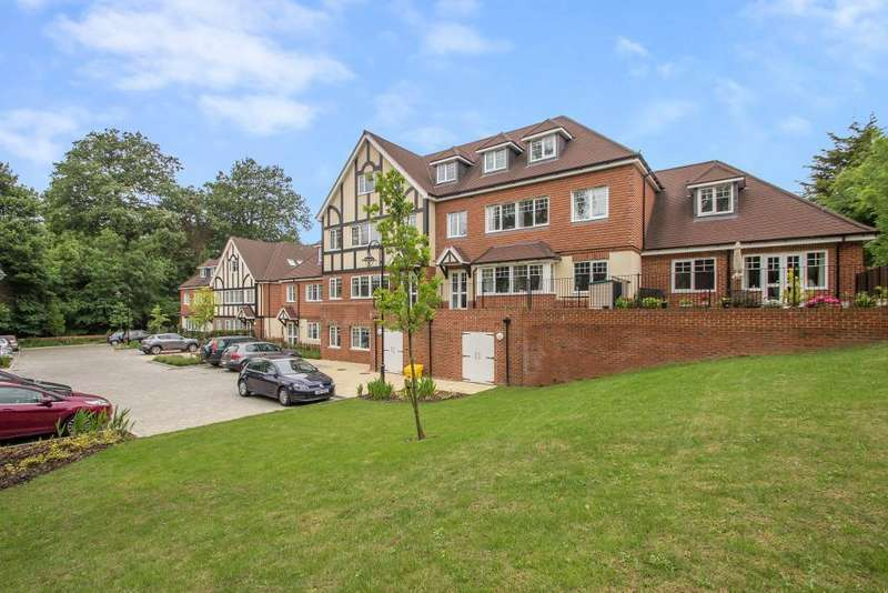 2 Bedrooms Flat for sale in Addington Road, Sanderstead, South Croydon, Surrey, CR2 8RD