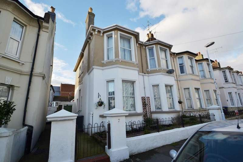 2 Bedrooms Flat for sale in Gratwicke Road, Worthing, BN11 4BH