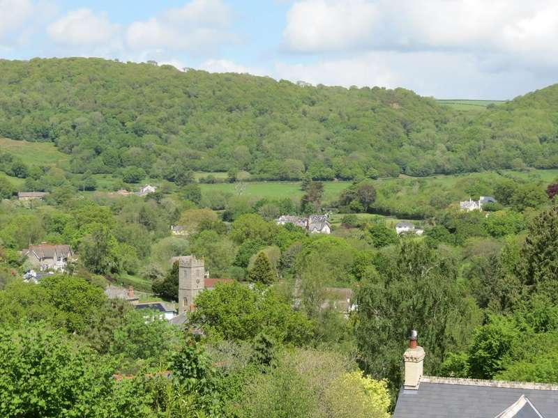 5 Bedrooms Detached House for sale in Lustleigh, TQ13 9TG