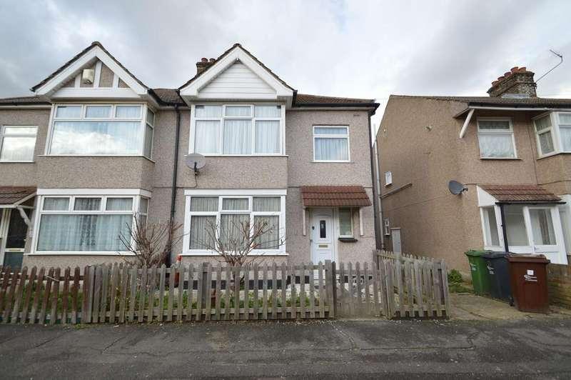 3 Bedrooms Semi Detached House for sale in Foxlands Road, Dagenham