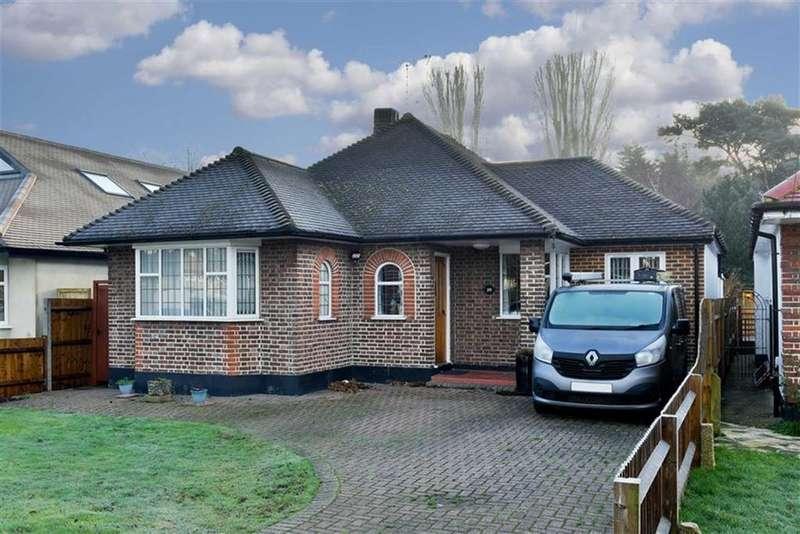 3 Bedrooms Detached Bungalow for sale in Salisbury Road, Worcester Park, Surrey