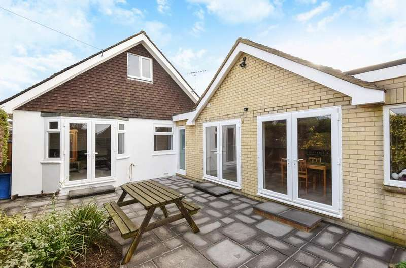 4 Bedrooms Bungalow for sale in North Avenue, Middleton-on-Sea, Bognor Regis, PO22