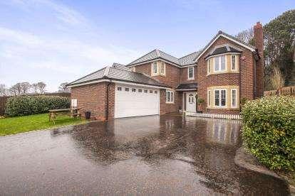 5 Bedrooms Detached House for sale in Farington Lodge Gardens, Farington, Leyland, Preston