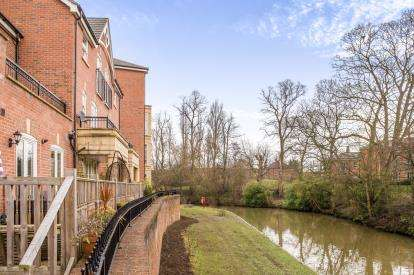 2 Bedrooms Flat for sale in Fossview House, Gladstone Street, York, North Yorkshire