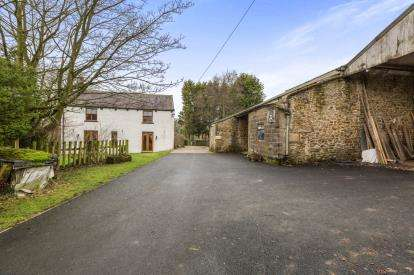 3 Bedrooms Detached House for sale in Clitheroe Road, Knowle Green, Preston, Lancashire, PR3
