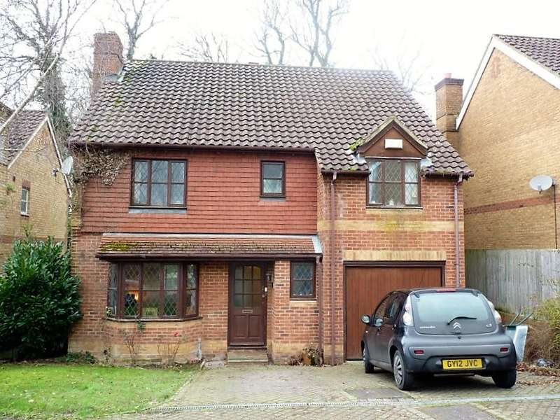 4 Bedrooms Detached House for sale in Magnolia Close, Heathfield, TN21 8YF
