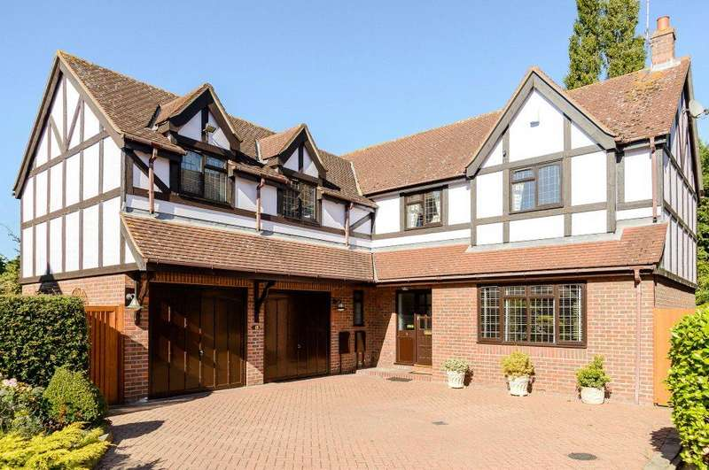 5 Bedrooms Detached House for sale in Blenheim Close, Sawbridgeworth, Hertfordshire, CM21