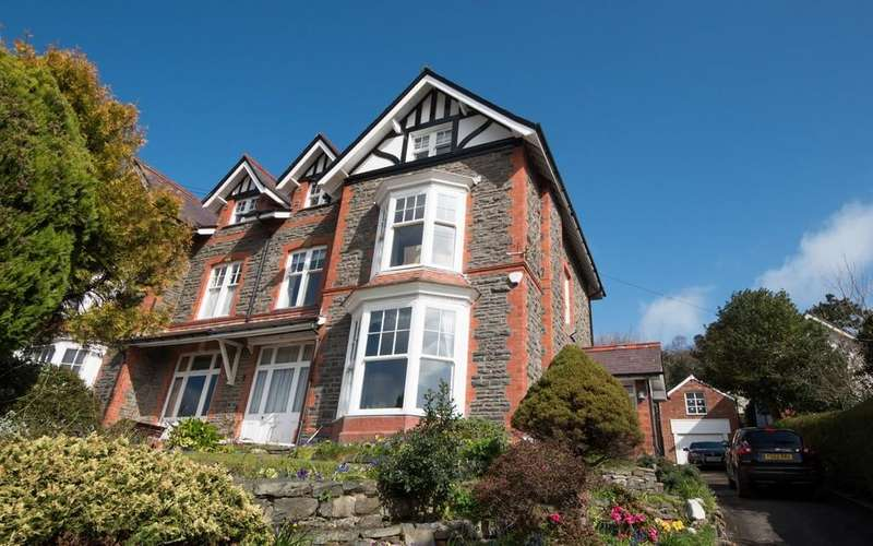 6 Bedrooms Semi Detached House for sale in Llanbadarn Road, Aberystwyth