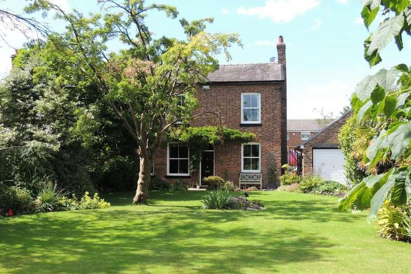 3 Bedrooms Semi Detached House for sale in Heyes Lane, Timperley, Altrincham