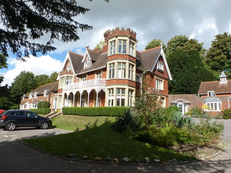 2 Bedrooms Apartment Flat for sale in Petersfinger, Salisbury