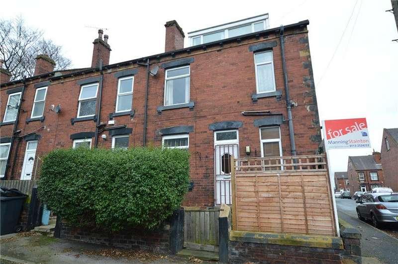 3 Bedrooms Terraced House for sale in Grange Terrace, Churwell, Leeds
