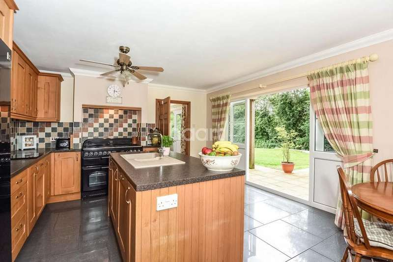 5 Bedrooms Detached House for sale in Dereham Road, NR19