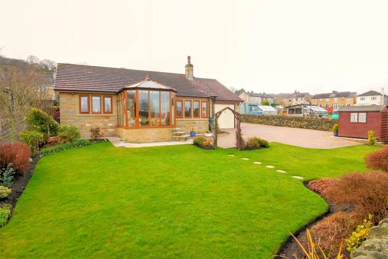 2 Bedrooms Detached Bungalow for sale in Outfield, 47 Keighley Road, Steeton
