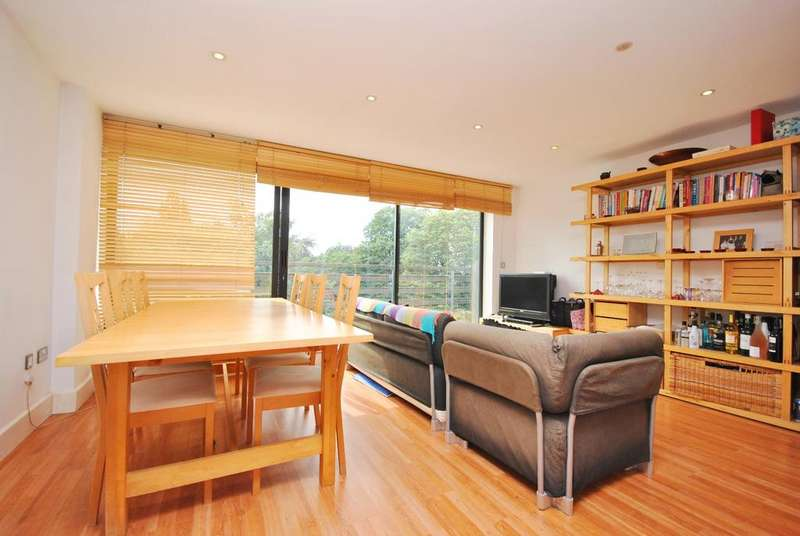 2 Bedrooms Flat for sale in Denmark Hill Camberwell SE5