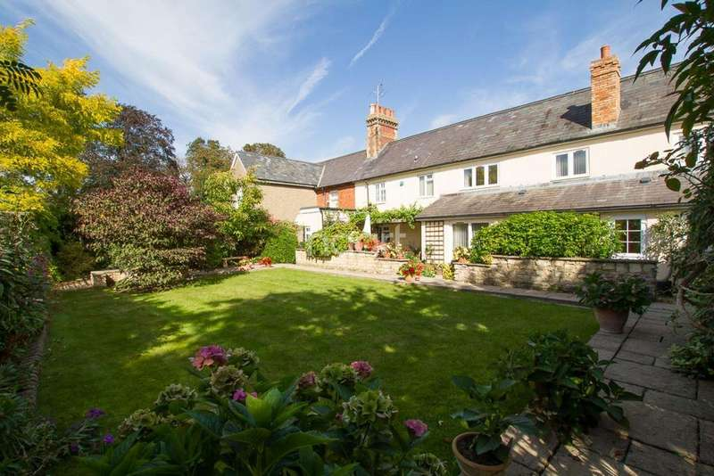 5 Bedrooms Terraced House for sale in Broughton Village