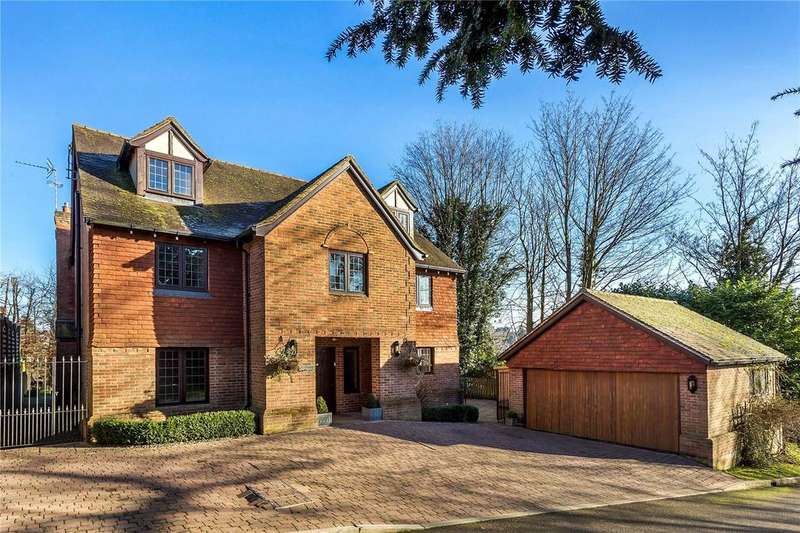 5 Bedrooms Detached House for sale in Fairfax Close, Oxted, Surrey, RH8