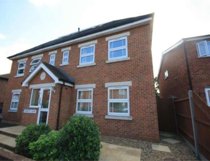 2 Bedrooms Flat for sale in Jeanette Court Chaucer Road, Ashford, TW15