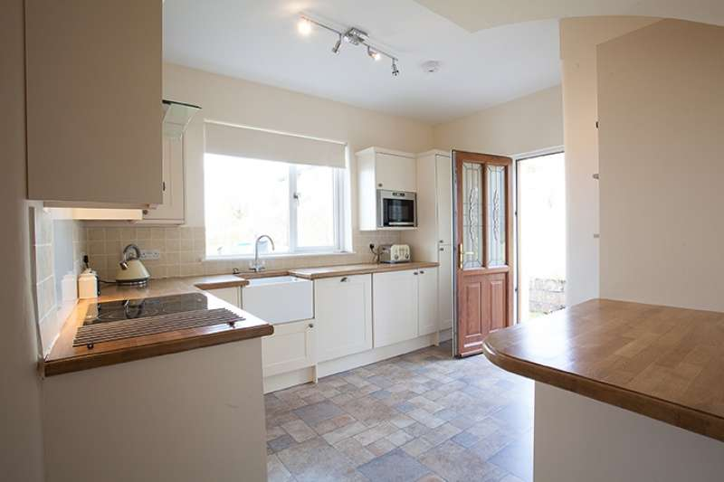 3 Bedrooms Detached House for sale in Lundavra Road, Fort William, Highland, PH33 6RD