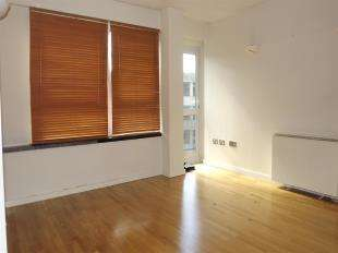 2 Bedrooms Flat for sale in The Vista Building, 30 Calderwood Street, London