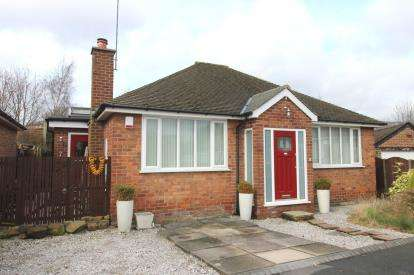 2 Bedrooms Bungalow for sale in Whitby Close, Cheadle, Greater Manchester