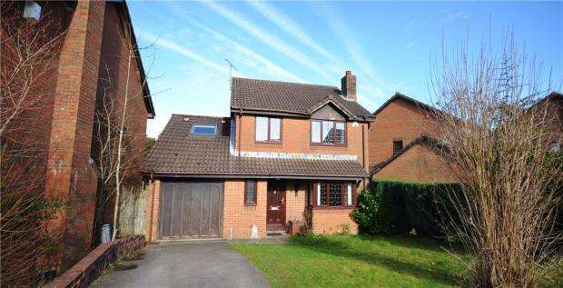 4 Bedrooms Detached House for sale in Paxton Close, Basingstoke, Hampshire