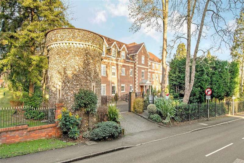 2 Bedrooms Flat for sale in Kendall Manor, 64 Ducks Hill Road, Northwood, Middlesex, HA6
