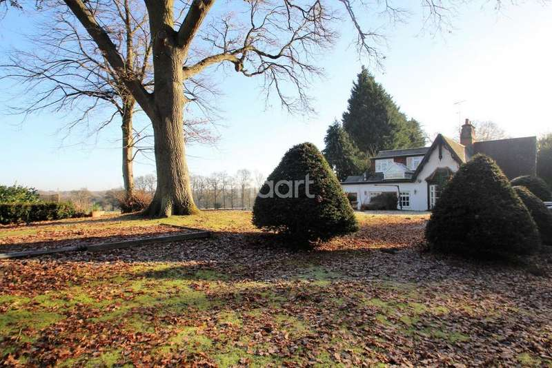5 Bedrooms Detached House for sale in Reading Road, Heckfield, Hampshire RG27 0JY