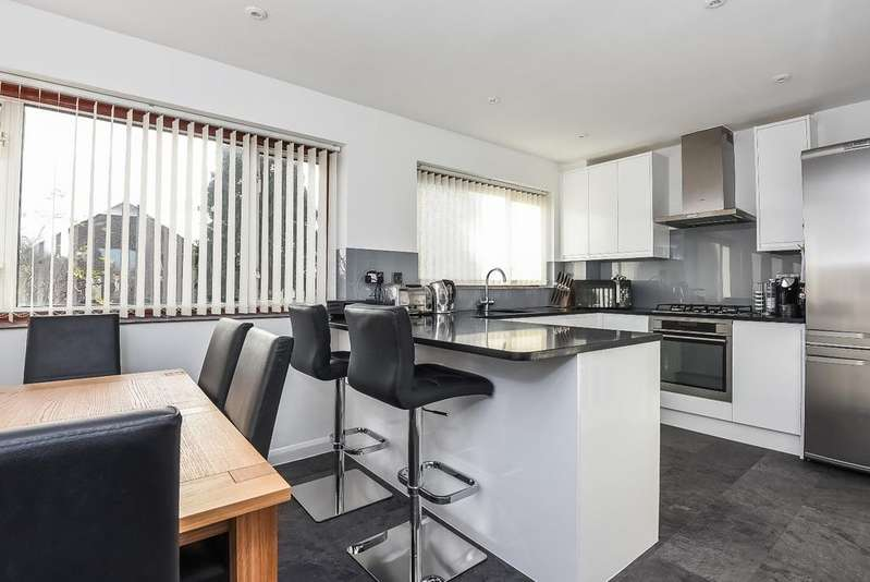 4 Bedrooms Terraced House for sale in Christopher Close Sidcup DA15