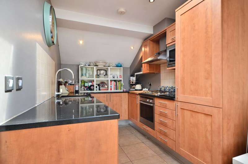 2 Bedrooms Flat for sale in Balham Grove, Balham, SW12