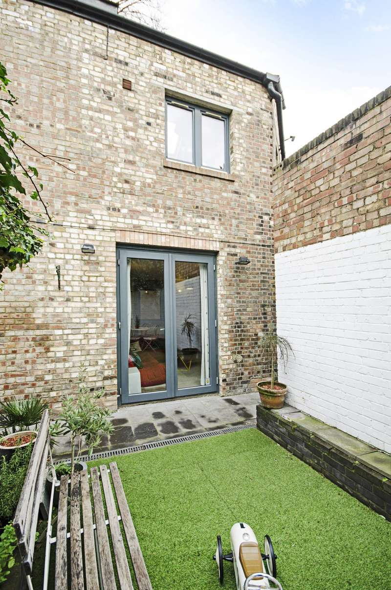3 Bedrooms Flat for sale in Stumps Mews, Cricketfield Road, Hackney Downs, E5